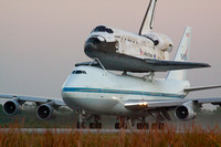 Discovery leaves KSC